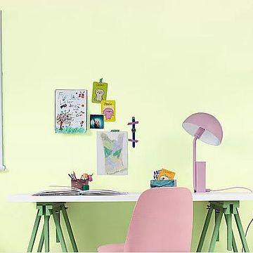 Krāsu kombinācijas skolas vecuma zēnu un meiteņu istabā